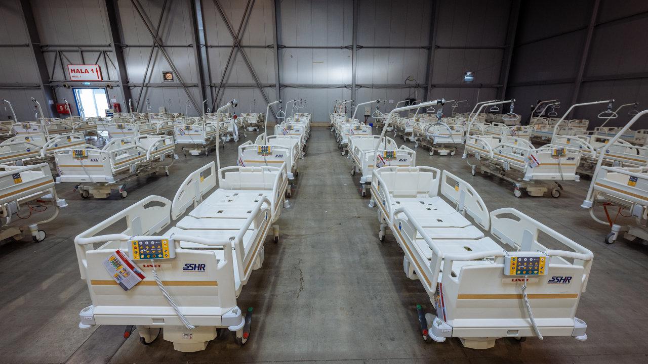 Polní nemocnice v pražských Letňanech pro lidi nakažené nemocí covid-19 je dokončená a plně funkční.