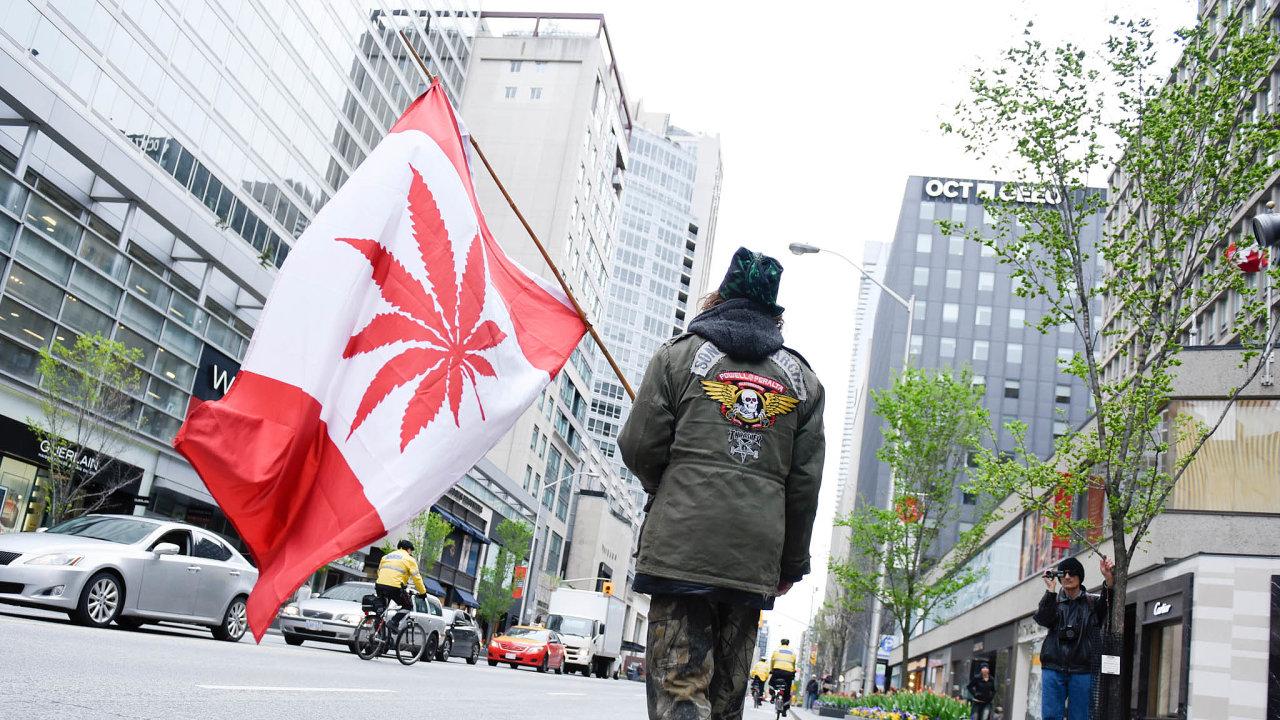 Společenská podpora marihuany. VKanadě se legalizace konopí prosadila, ikdyž srůznými pravidly vjednotlivých provinciích.