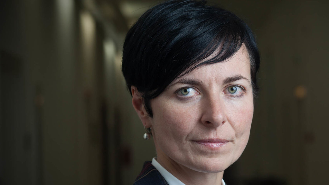 Vrchní státní zástupkyně Lenka Bradáčová se často vrací k esejistické knížce Milana Kundery  Slova, pojmy, situace
