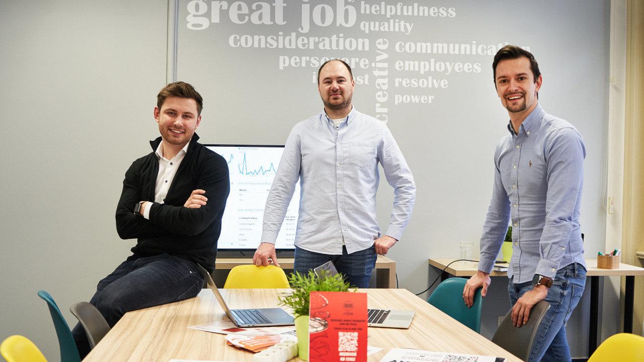 Alex Ilyash (vlevo) s kolegy Robertem Novosadem (vlevo) a Vladimirem Afanasyevem, kteří stojí za úspěchem projektu Choice