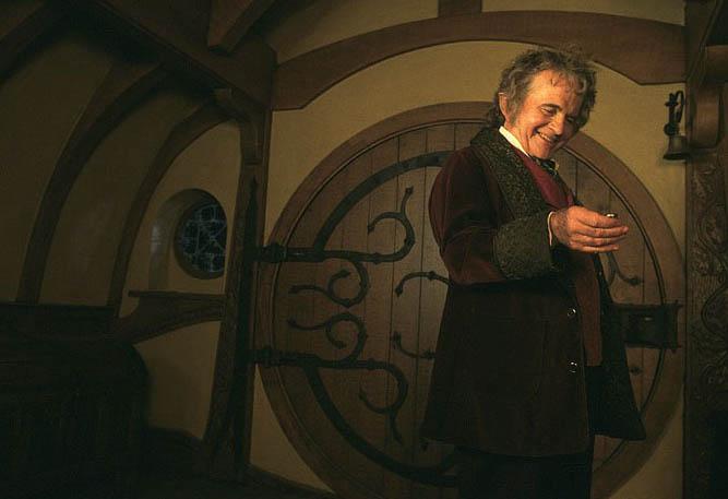 Hobita jménem Bilbo Pytlík hrál v původní trilogii Ian Holm