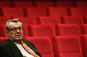 Miloš Forman slaví 85. narozeniny. Režisér filmů Hoří, má panenko nebo Amadeus je držitelem dvou Oscarů