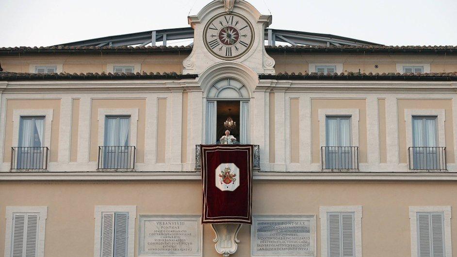 Poslední rozloučení Benedikta XVI. z balkonu sídla Castel Gandolfo