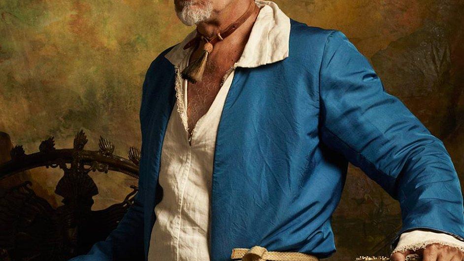 Piráta Černovouse hraje John Malkovich v seriálu Crossbones.