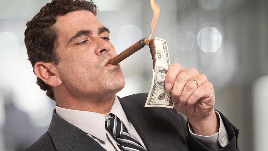 Zda je připalování doutníků stodolarovkami také pouhým mýtem, studie Wealth-X neuvádí.