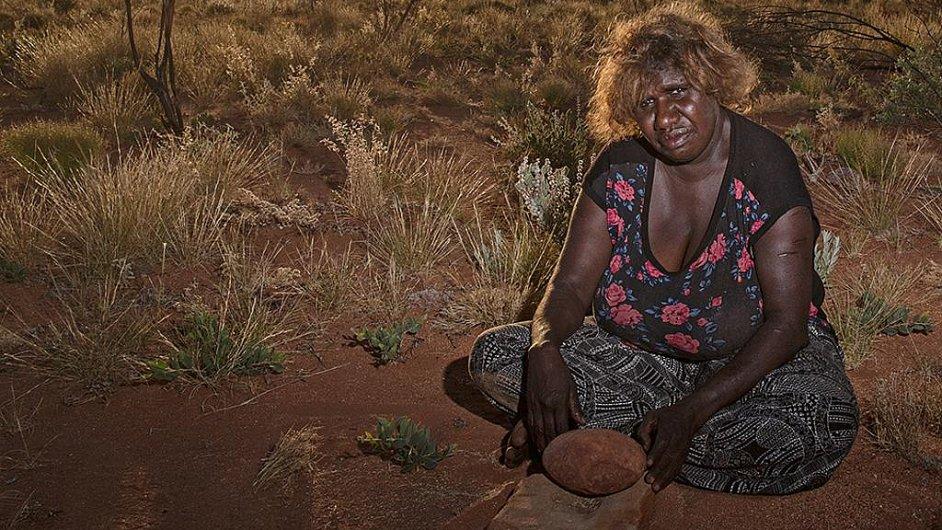 Yukultji Pintupi Nine, žena, která se s rodinou ztratila v poušti.