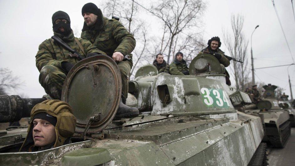 Separatisté na Ukrajině přesouvají těžké zbraně - ilustrační foto.