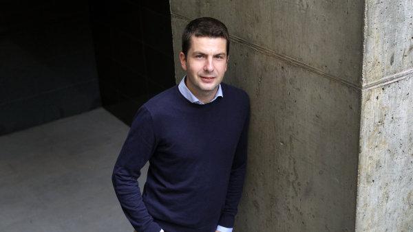 Podle Tomáše Vyskočila je prostředí internetových videopůjčoven vyspělé a soupeří zde více hráčů.