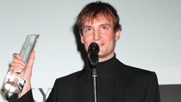 Re�is�r Olmo Omerzu za sv�j Rodinn� film v listopadu p�ebral cenu na Mezin�rodn�m filmov�m festivalu v Tokiu.