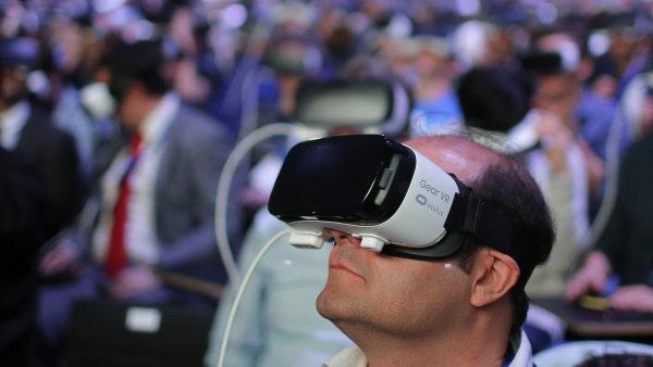 Virtu�ln� realita Samsung Gear VR na veletrhu MWC 2016 v Barcelon�