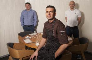 Za�alo to kurzem va�en�: Byznysmeni z investi�n� skupiny RSJ vsadili na tvrdohlavou kuchyni Radka Ka�p�rka
