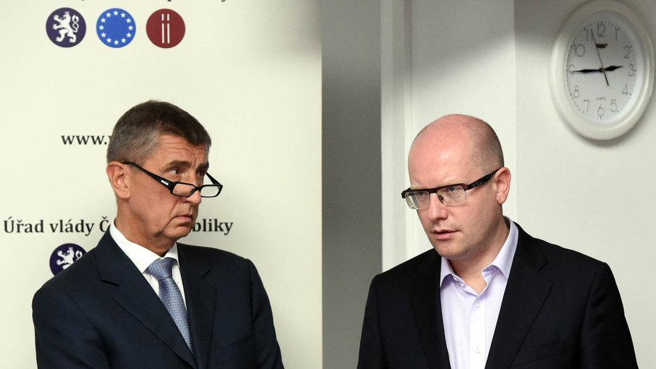 Ministr financí Andrej Babiš a premiér Bohuslav Sobotka.