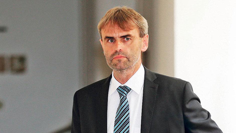 Nový náměstek nacelní správě: Bývalý šéf ÚOOZ Robert Šlachta přijal nabídku stát se druhým mužem celní správy, povede osm odborů se 600 lidmi.