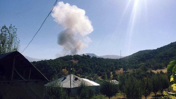 Bomba explodovala nedaleko policejní stanice.