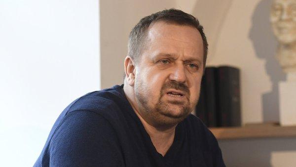 Předseda poroty Petr Fischer v pražské Knihovně Václava Havla představuje šestici titulů nominovaných na Literu za prózu.