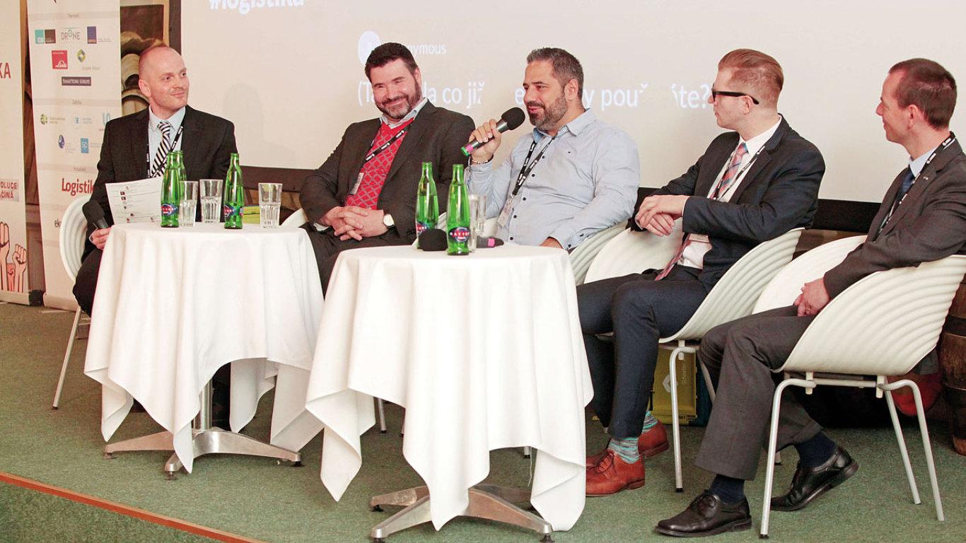 Panelové diskuse Logistika budoucnosti se zúčastnili (zleva) Petr Kolář, Rudolf Žůrek, Marek Tajbl, Petr Ungerman a Petr Kuchyňa.