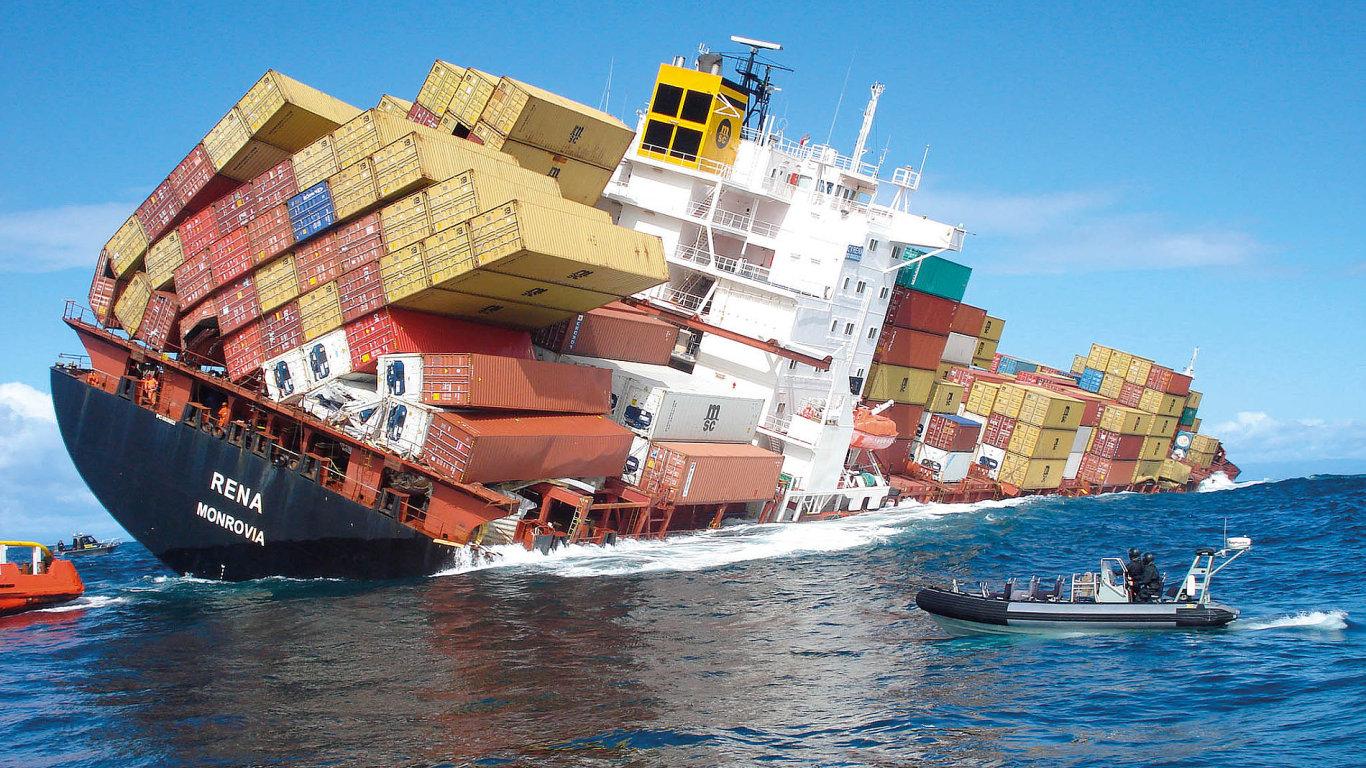 V námořní dopravě zákazník prakticky chráněn není, a pokud si nesjedná pojištění, může se téměř spolehnout, že na konci škodní události ponese celou ztrátu.