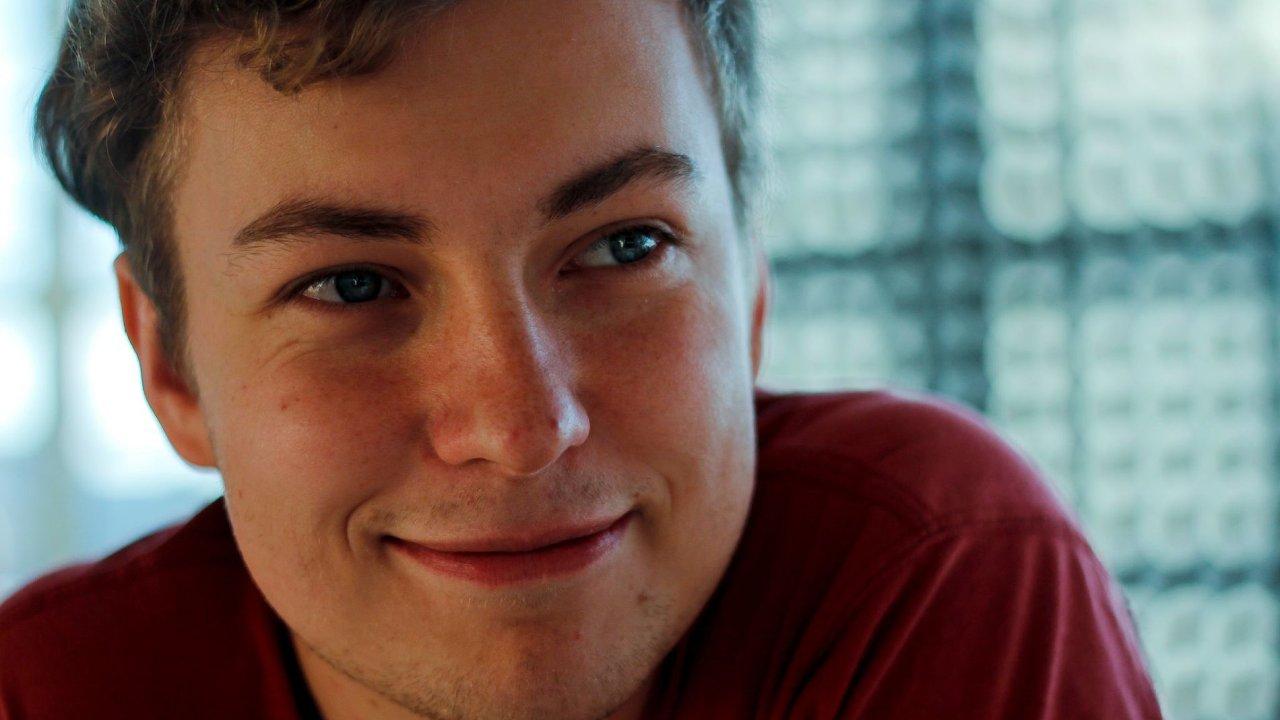 Damián Vondrášek se narodil roku 1991. Filmy začal točit už před nástupem na FAMU.