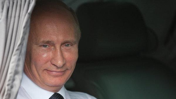 Vladimir Putin je na snímku z návštěvy Francie roku 2011.