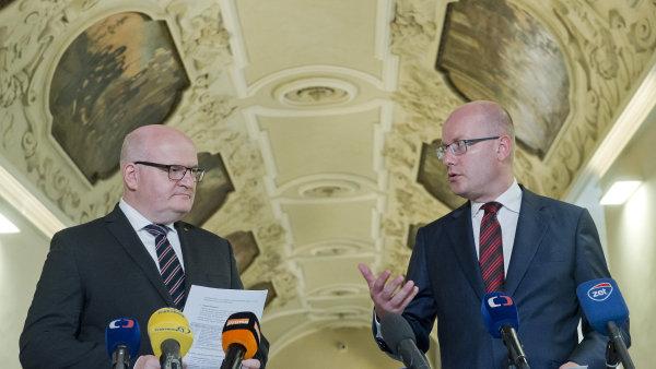 Ministr kultury Daniel Herman a premiér Bohuslav Sobotka se k bilanční schůzce sešli v pražském Klementinu.