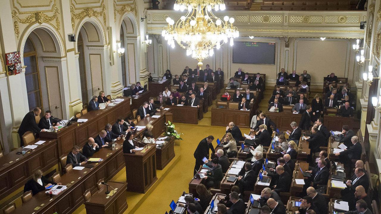 Způsob, jakým se v Poslanecké sněmovně přijímají zákony, byl častým terčem kritiky. Od ledna se pravidla změnila.