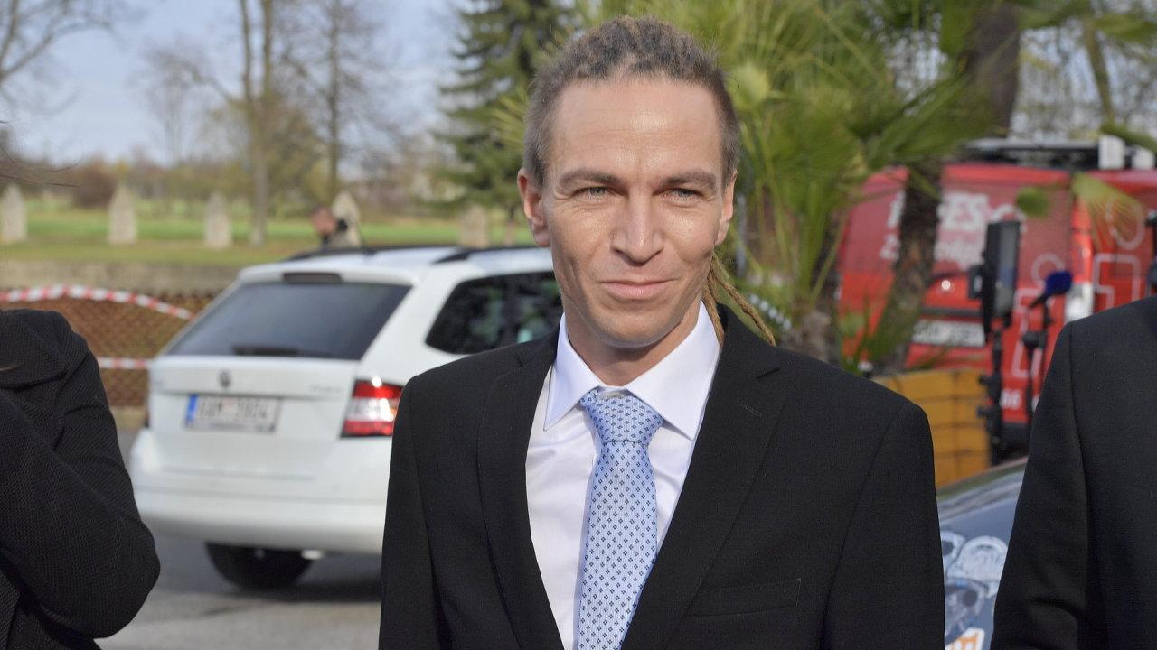 Ivan Bartoš (Česká priátská strana) dorazil do Lán.