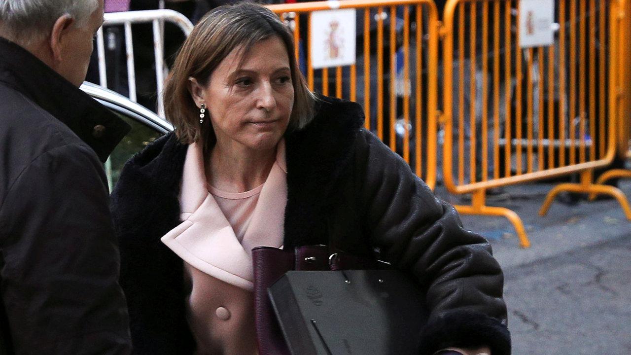 Bývalá předsedkyně katalánského parlamentu Carme Forcadellová přijela ke španělskému soudu.
