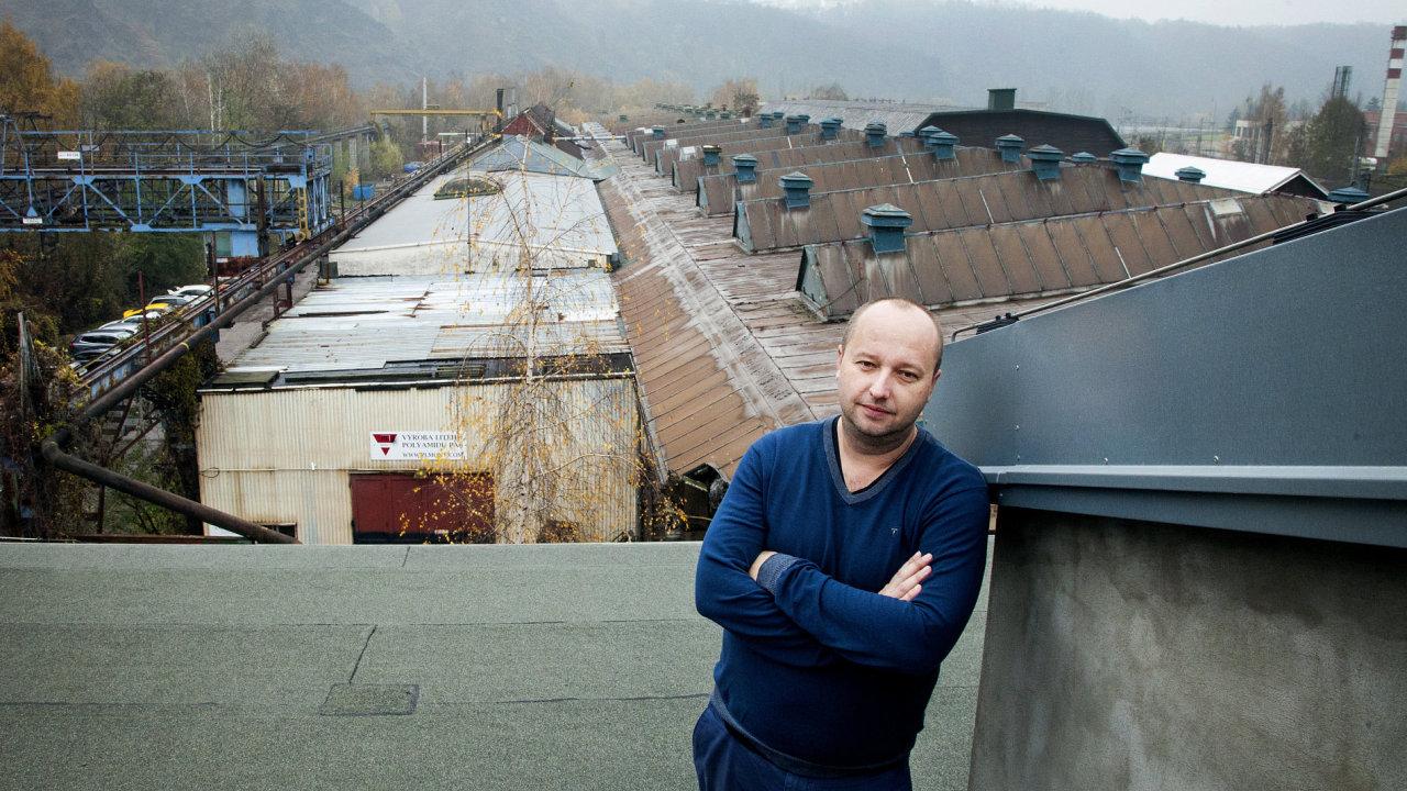 Architekt Patrik Hoffman má na střeše bývalého uhelného mlýna relaxační místo.