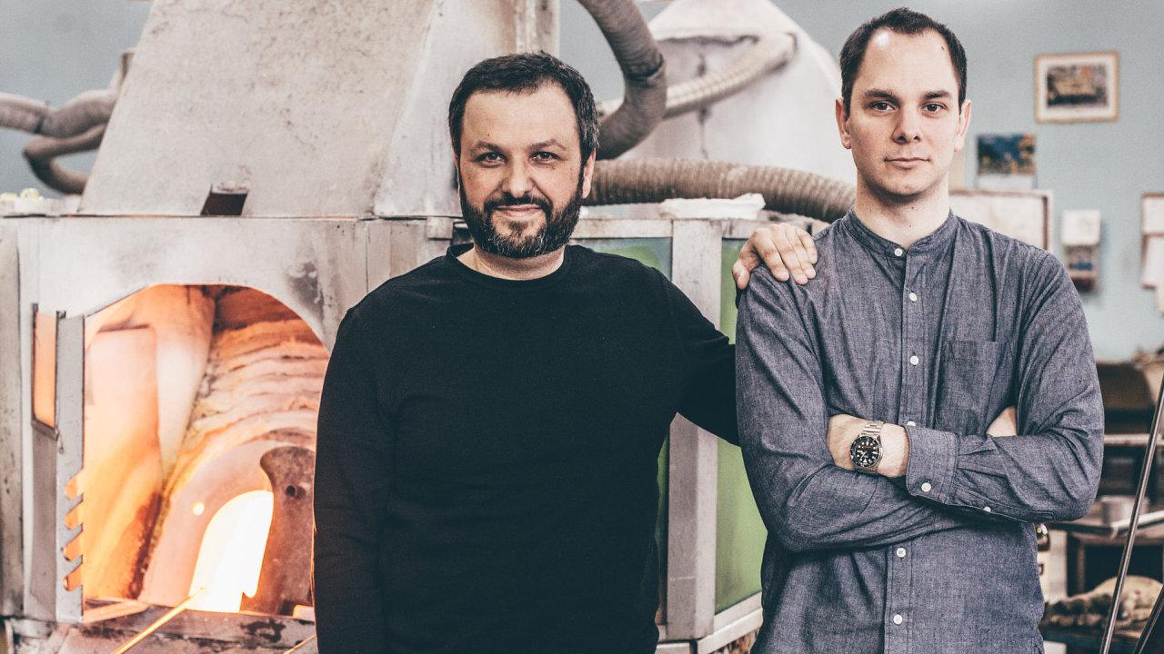Filip (vlevo) a Lukáš Houdkovi jsou skláři, kteří si říkají Glass Brothers.