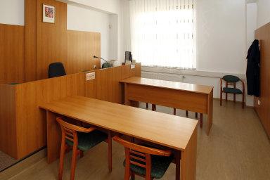 Ministerstvo spravedlnosti chce lidem a firmám uložit povinnost nechat se před soudy zastupovat advokáty (ilustrační foto).