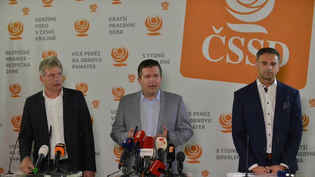 Komunální volby 2018, volební štáb ČSSD, na snímku zleva  Roman Onderka, místopředseda ČSSD, Jan Hamáček, předseda ČSSD, Jiří Zimola, místopředseda ČSSD