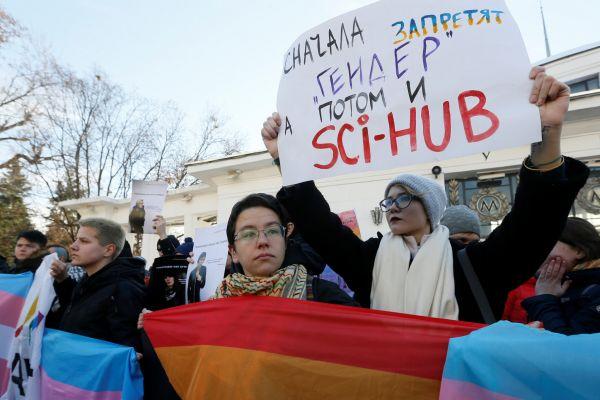 1118KIE04 UKRAINE LGBT 1118 11
