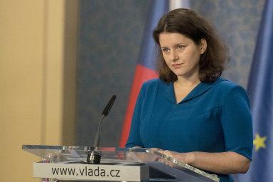 Ministryně práce a sociálních věcí Jana Maláčová (ČSSD) přijatou změnu v zavedení e-neschopenky hájila tím, že vyhověla nejdůležitějším požadavkům zaměstnavatelů.