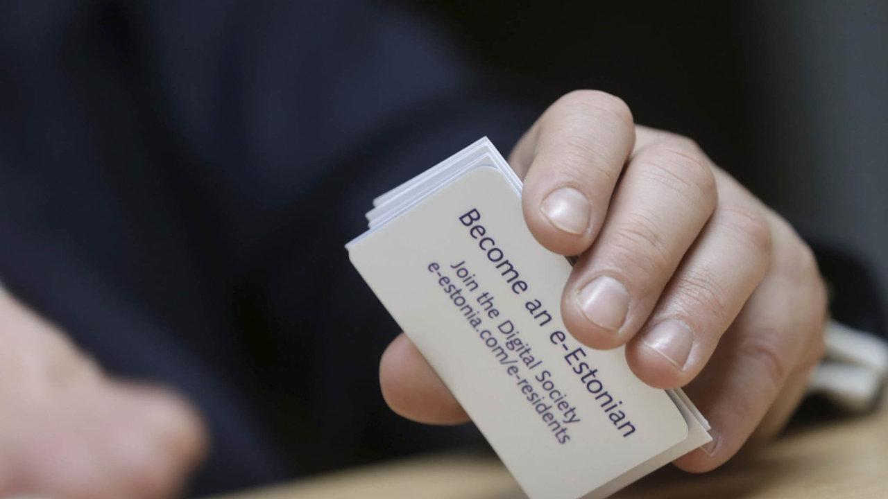 Připojte se kdigitální společnosti. Estonsko nabízí identifikační kartu, která umožňuje elektronicky komunikovat sestonskými úřady, komukoliv nasvětě.