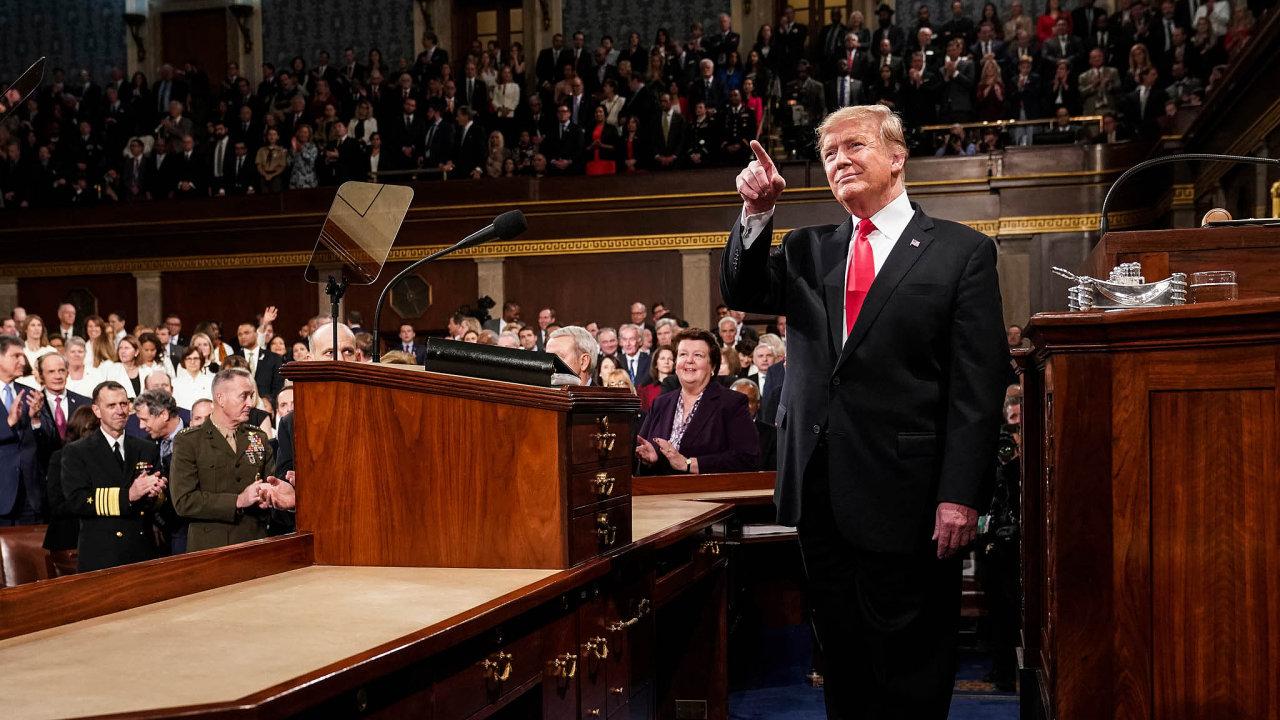 """Vletošní Zprávě ostavu Unie Donald Trump vyzval Ameriku kpřeklenutí politických příkopů. Už za10dnů ale může přijít další """"shutdown"""", pokud demokraté zablokují peníze pro vládu."""