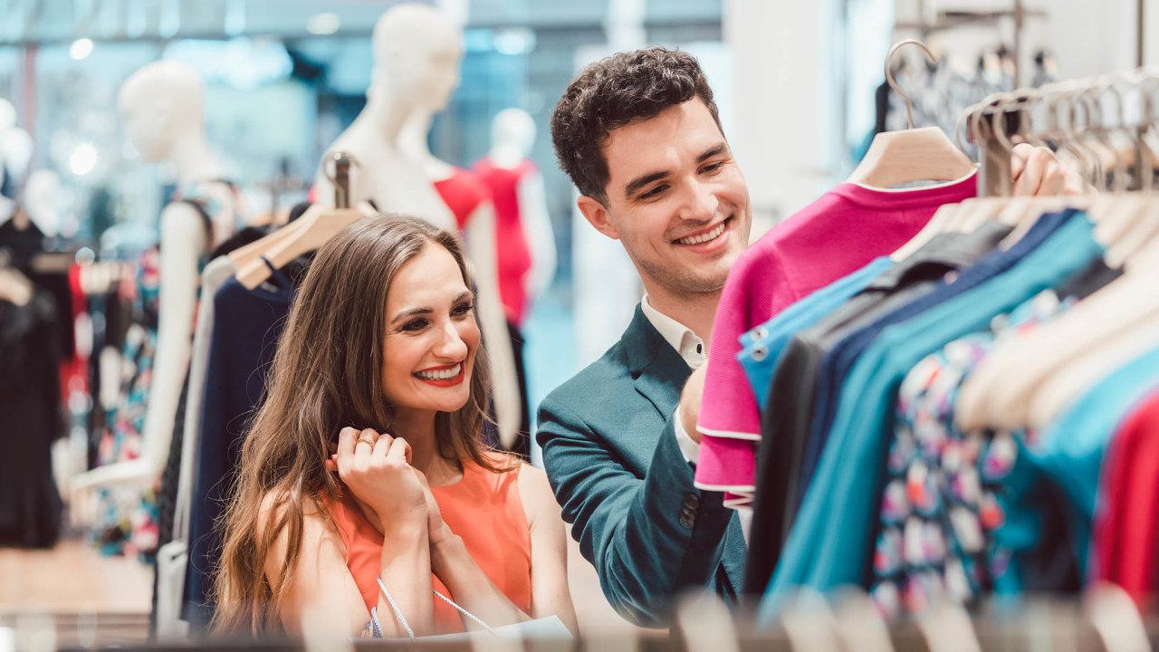 Některé luxusní módní značky nechtějí přijít osvou exkluzivitu azboží raději spálí, než aby ho prodaly svelkou slevou. Francie to ale chce zakázat - Ilustrační foto.