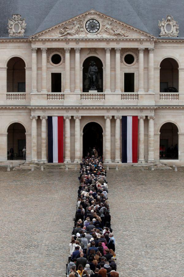 V pařížské Invalidovně dnes začalo veřejné rozloučení s bývalým prezidentem Jaquesem Chirakem.