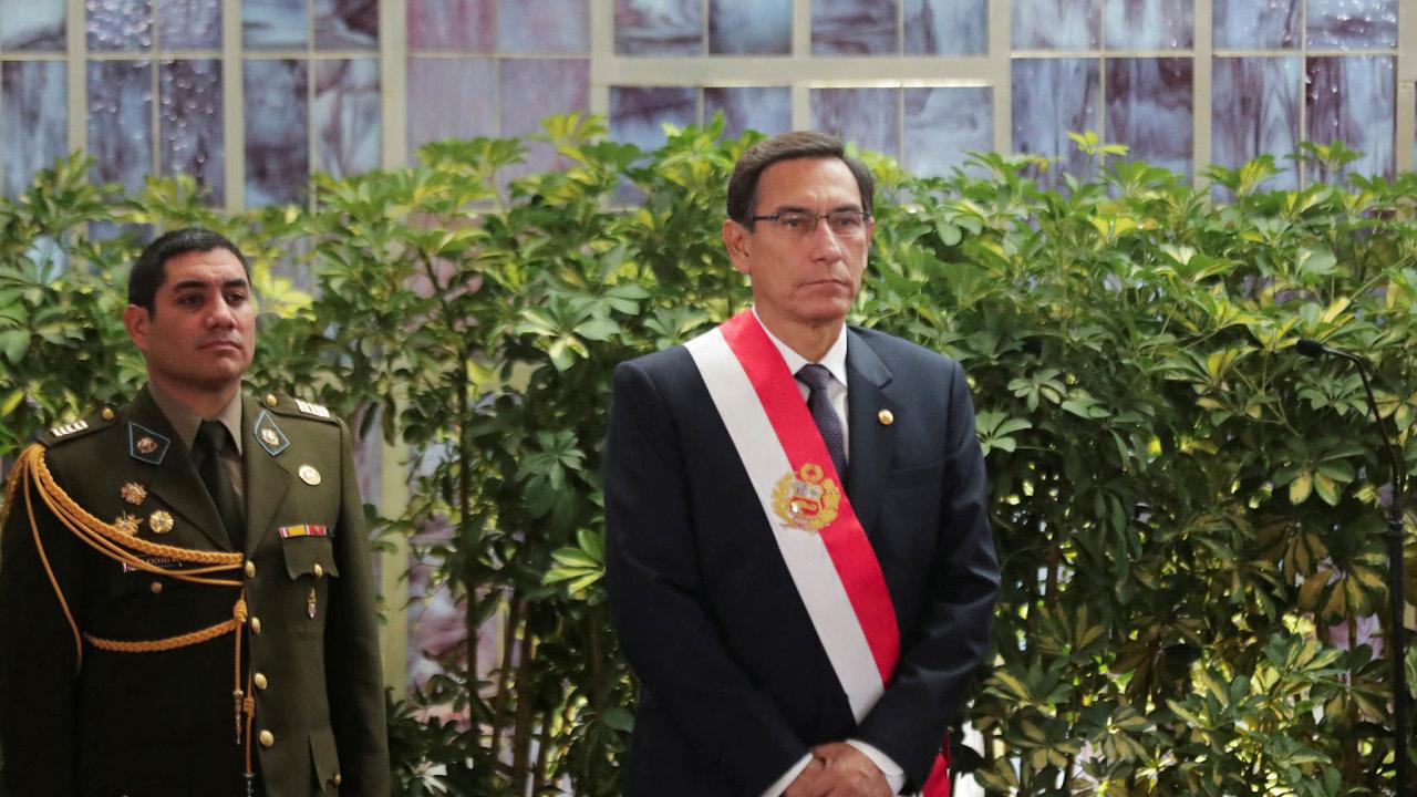 Neustoupím. Prezident Martín Vizcarra prozatím svou bitvu oočištění Peru zkorupce vyhrává.