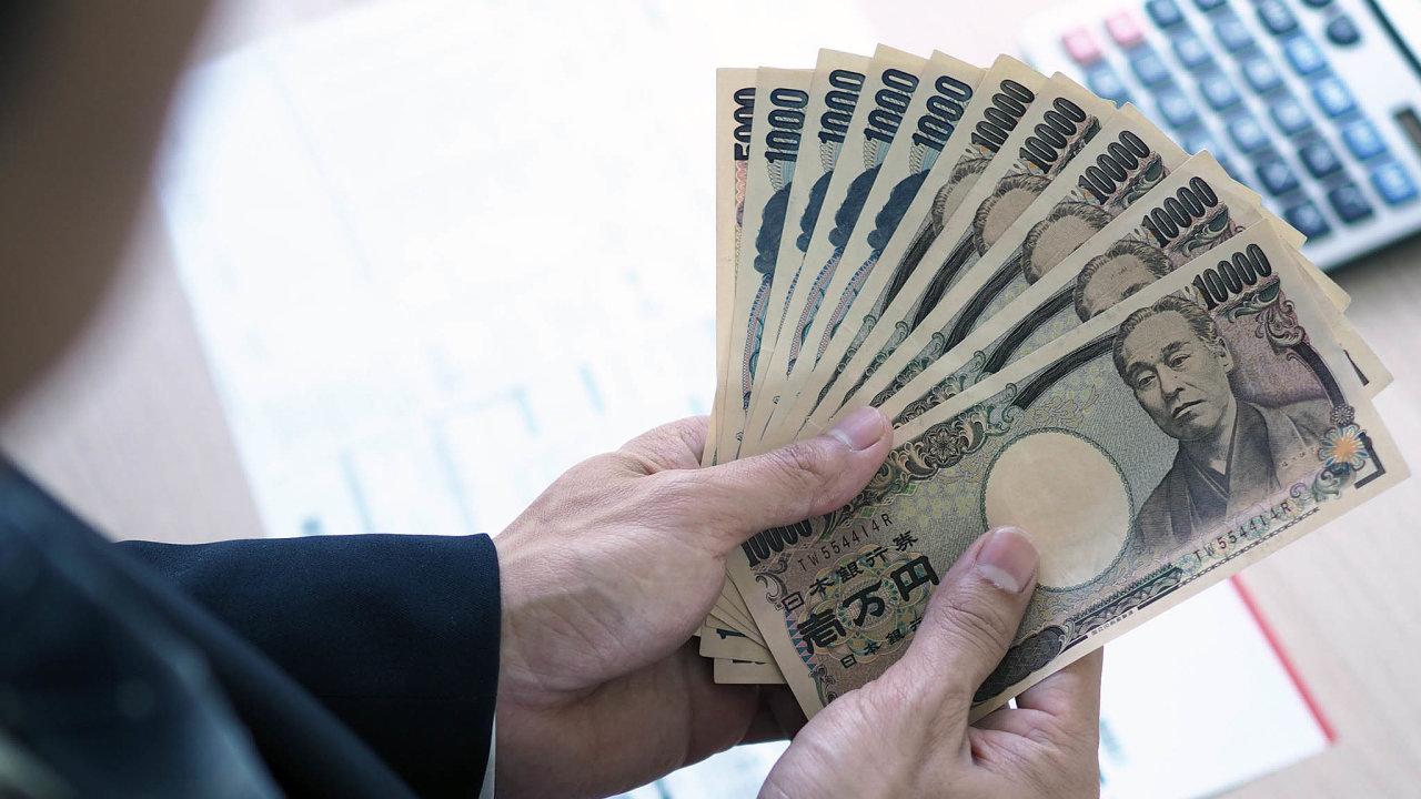 VJaponsku vroce 1999 uvedli natrh první digitální peněženku světa, přesto se zde odeset let později osmdesát procent veškerých maloobchodních transakcí řeší spomocí bankovek amincí.