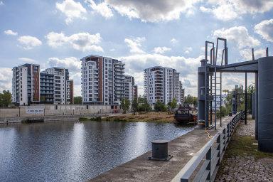 Pořídit se byt na hypotéku je pro Čechy stále těžší. Podmínky jsou přísnější a navíc šly výrazně nahoru i ceny bytů (ilustrační snímek).