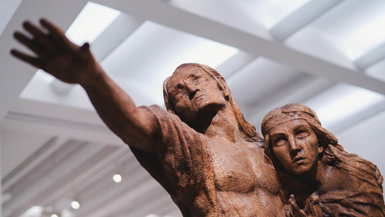Nová stálá expozice umění 19. století narozdíl odtěch předcházejících propojuje domácí autory sevropskými.