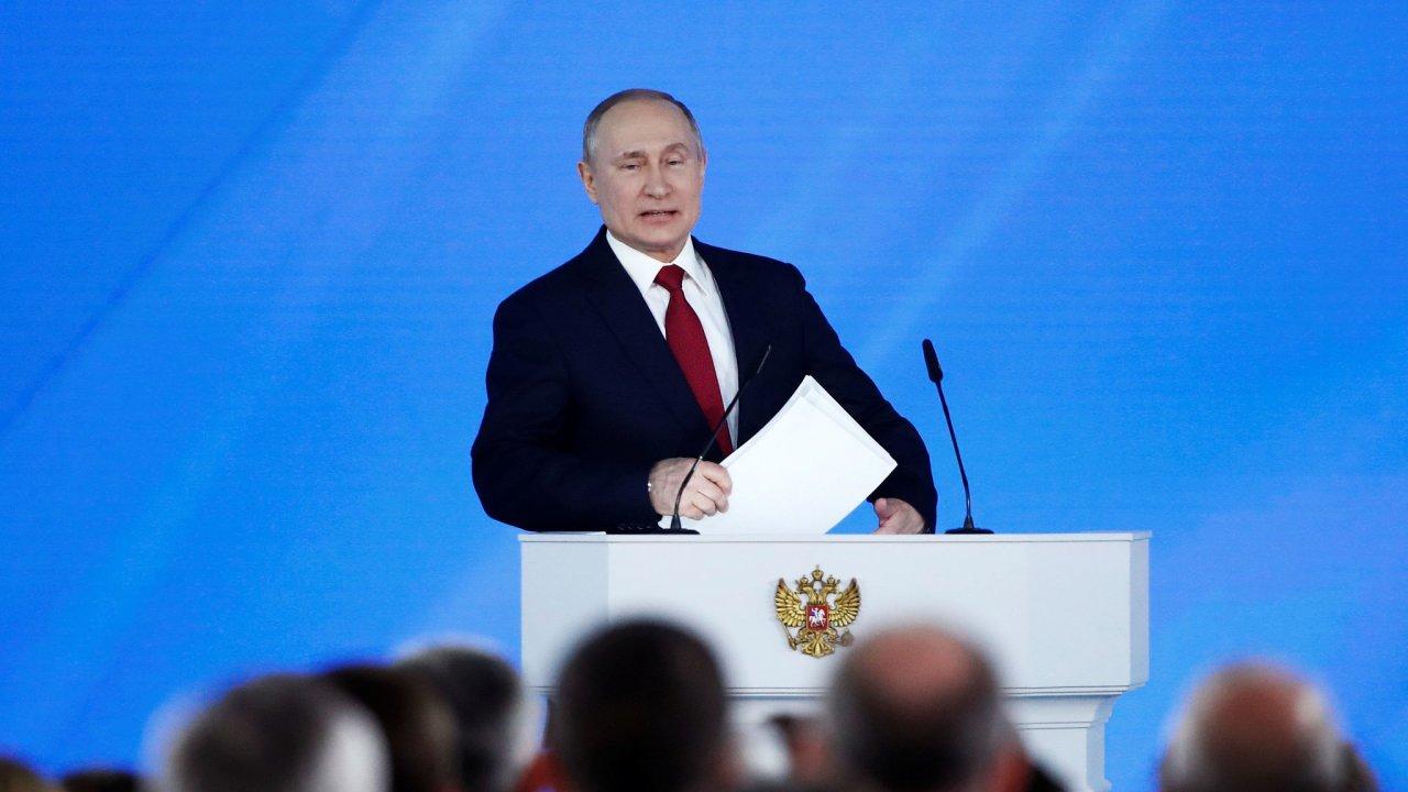 Ruský prezident Vladimir Putin upozornil na problémy v demografickém vývoji Ruska, zejména na pokles porodnosti.