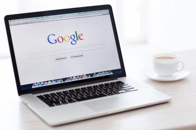 Google rezignoval na své poselství: Výsledky vyhledávání nově vypadají stejně jako reklamy