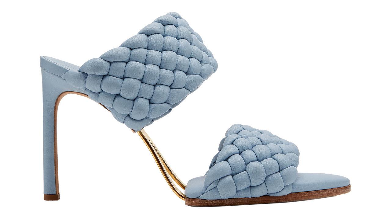 Jarní kolekce Bottega Veneta oslavuje nekonečné léto. Kreativní ředitel Daniel Lee ukazuje svou vizi požitkářských chvil, jež jsou ukotvené vesmyslnosti ačistém luxusu. Info oceně vbutiku, prodává BOTTEGA VENETA.