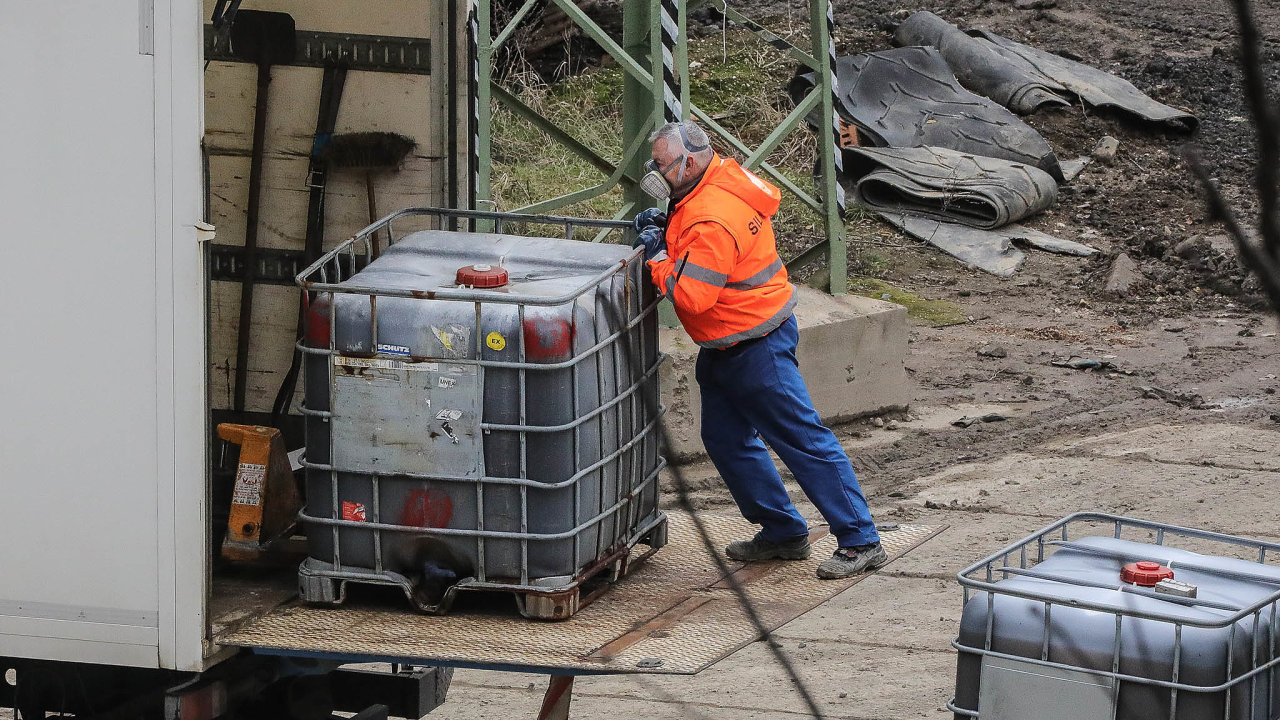 Nebezpečný odpad: Vareálu useveročeské vesnice Hamr naJezeře působí firma Purum odroku 2002.