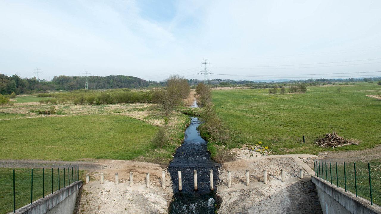 Nedaleko Lanškrouna uobce Žichlínek leží poldr označovaný zanejvětší vČesku. Jde osuchou nádrž sloužící k protipovodňové ochraně, vkrajině může také zadržovat vodu. Protéká jím Moravská Sázava.