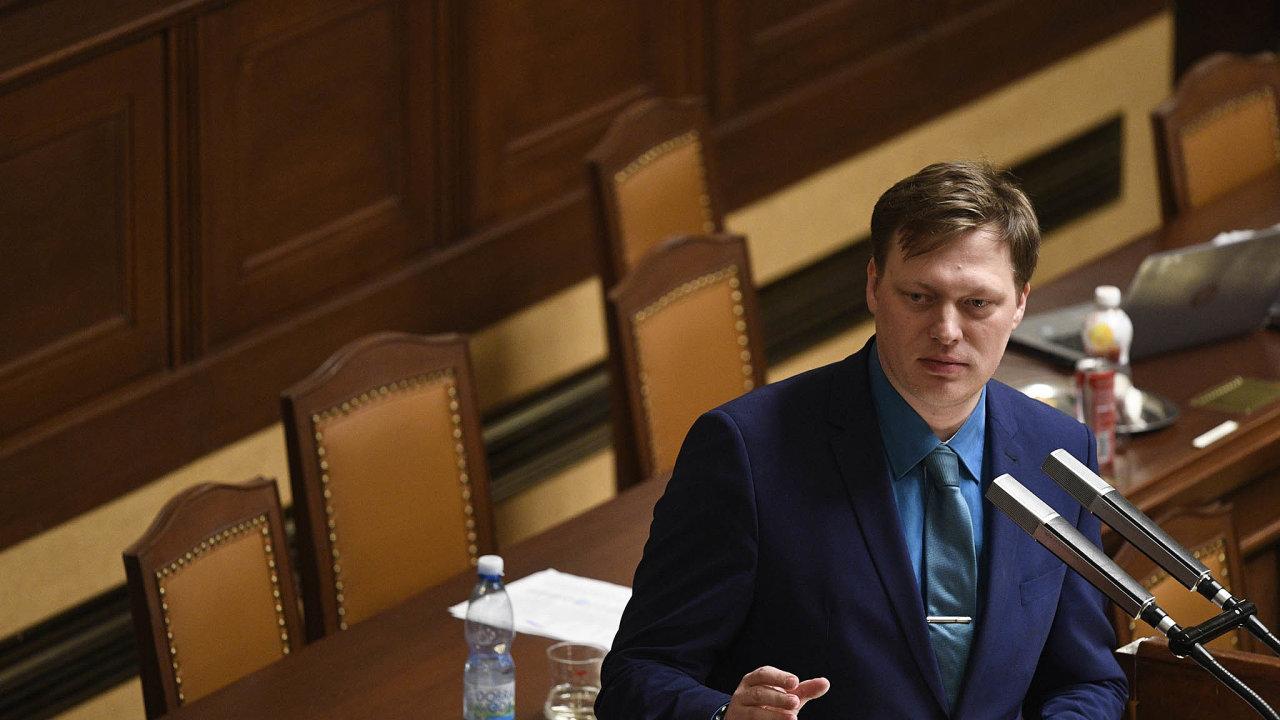 Agentura má být podřízena přímo ministerstvu spravedlnosti, aproto sebojím, že si nezíská důvěru občanů, říká šéf pirátských poslanců Lukáš Černohorský.