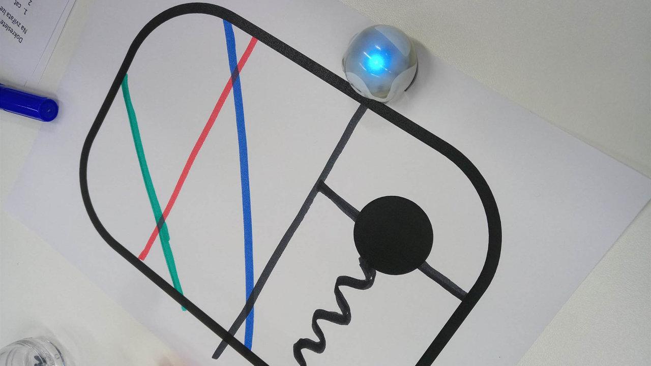 Vhodinách informatiky by měl být nově kladen důraz narobotiku či základy programování. Už by nemělo jít primárně oovládání počítače, psaní aúpravu textů či vytváření tabulek.