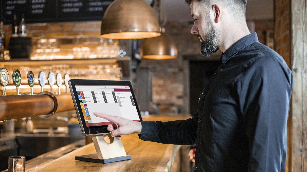 Pokladní systém Storyous si uživatelé pochvalují kvůli jednoduchému ovládání. Vedle českých restaurací ho chce tuzemská firma s pomocí nového investora dodávat dále do Evropy.