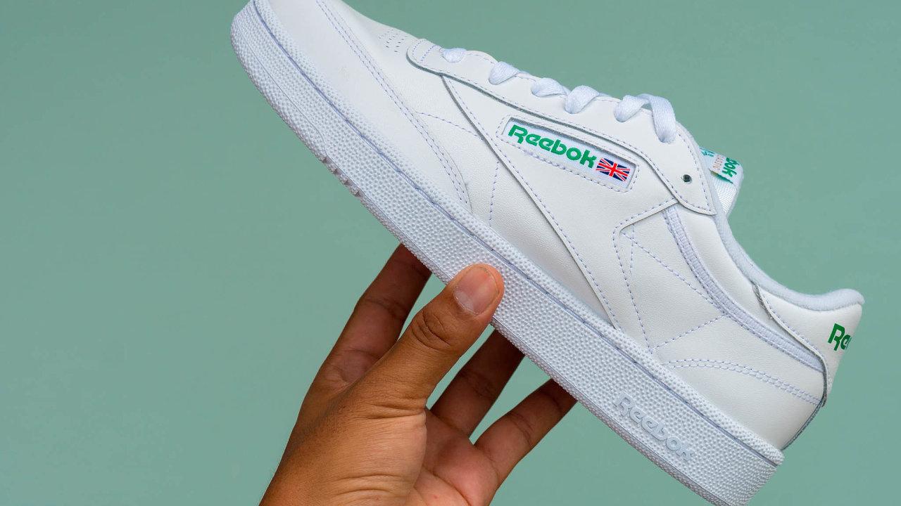 Značka sportovní a volnočasové obuvi Reebok bude na prodej.